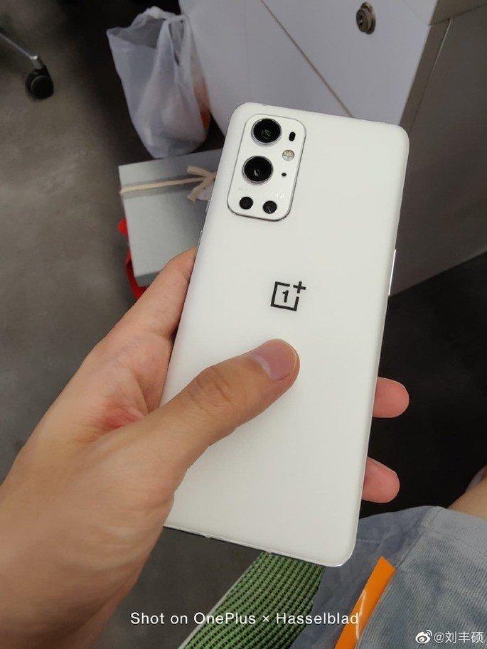 Este é o protótipo do OnePlus 9 Pro em branco