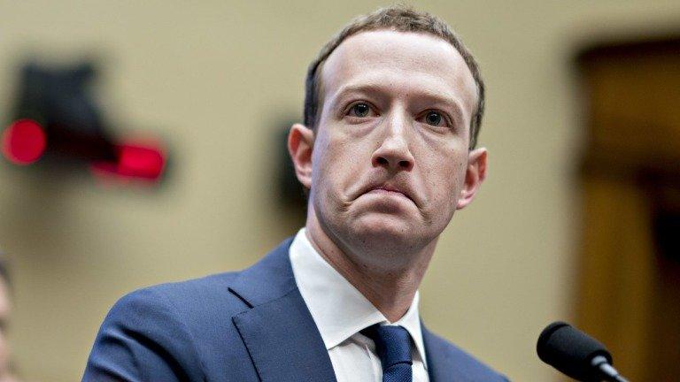 """A culpa do """"crash"""" de aplicações no iOS é do Facebook! Entende"""