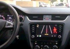 Android Auto. App alerta condutores para peões antes de os verem (vídeo)
