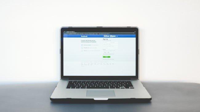 Apple MacBook Facebook