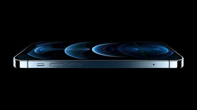 iPhone 12 Pro em 'Azul Pacífico'