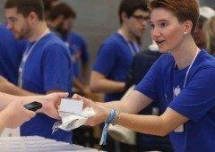 Apple terá de pagar horas extra aos funcionários por revistá-los à saída