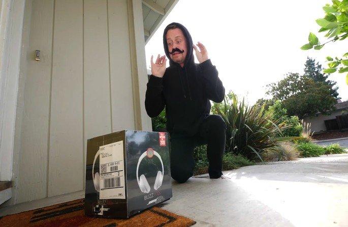 Homem armadilha encomendas para quem as tenta roubar (vídeo)