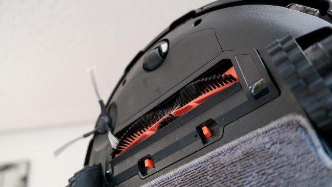 Parte inferior do aspirador robot Xiaomi em preto