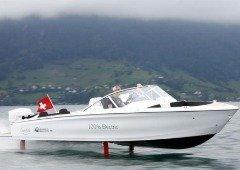 """Barco elétrico """"voador"""" já acelera nos lagos da Suíça"""