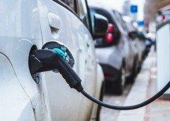 Carros elétricos: postos de carregamento duplicam, mas números ainda não satisfazem