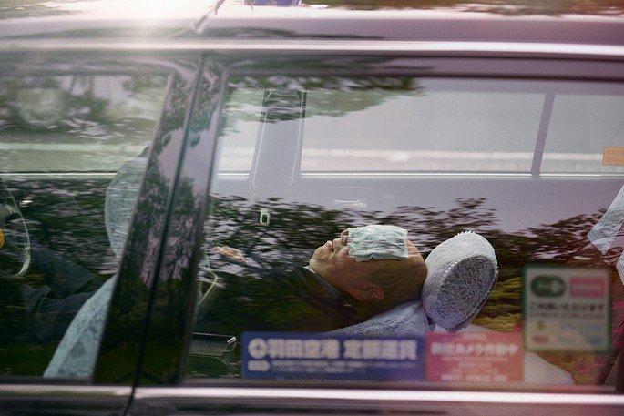 dormir no carro japão