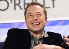 """Elon Musk admite que """"alguns problemas"""" levaram à retirada da atualização do software Tesla de condução autónoma"""