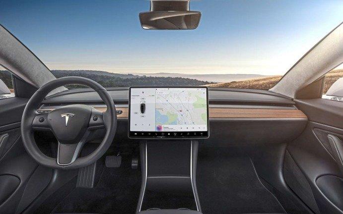 Elon Musk promete plataforma de jogos para os carros da Tesla
