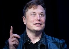 Elon Musk tem uma boa razão para destruir os seus smartphones antigos