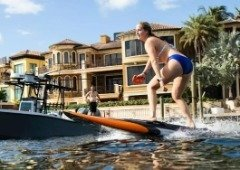 Esta prancha de surf elétrica já está à venda e vai-te deixar a sonhar!