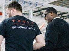 Ex-funcionários da Tesla roubaram documentos confidenciais da empresa