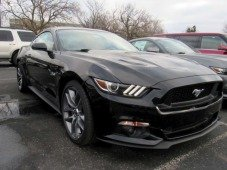 "Ford lança teaser de Mustang elétrico para ""picar"" a Tesla"