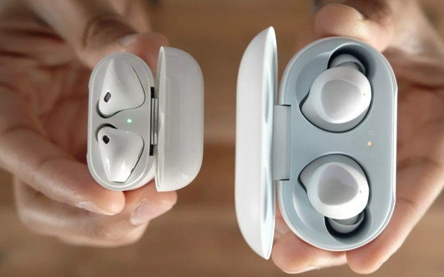 Samsung Galaxy Buds Apple AirPods