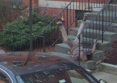 Google Maps capta queda aparatosa de homem escadas abaixo