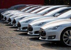Homem compra 28 carros da Tesla acidentalmente. Não vais acreditar quanto gastou