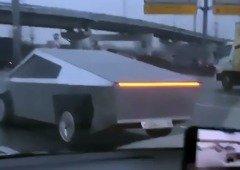 Homem na Rússia construiu o seu Tesla Cybertruck e o resultado é hilariante (vídeo)