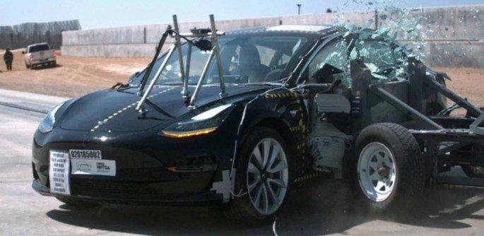 Tesla Model X teste de segurança
