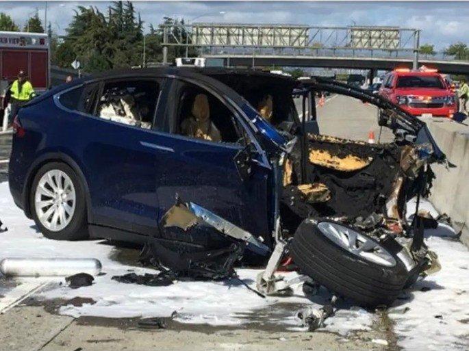 Tesla Model X acidente fatal Autopilot