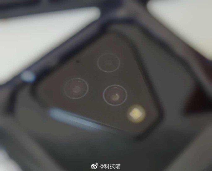 Xiaomi Black Shark 3 tripla câmara