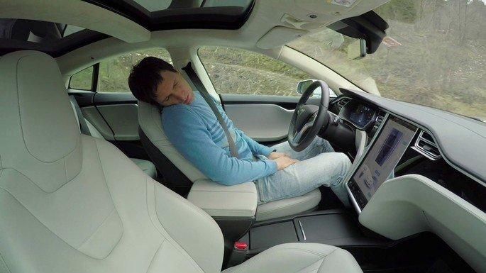 Tesla Autopilot dormir