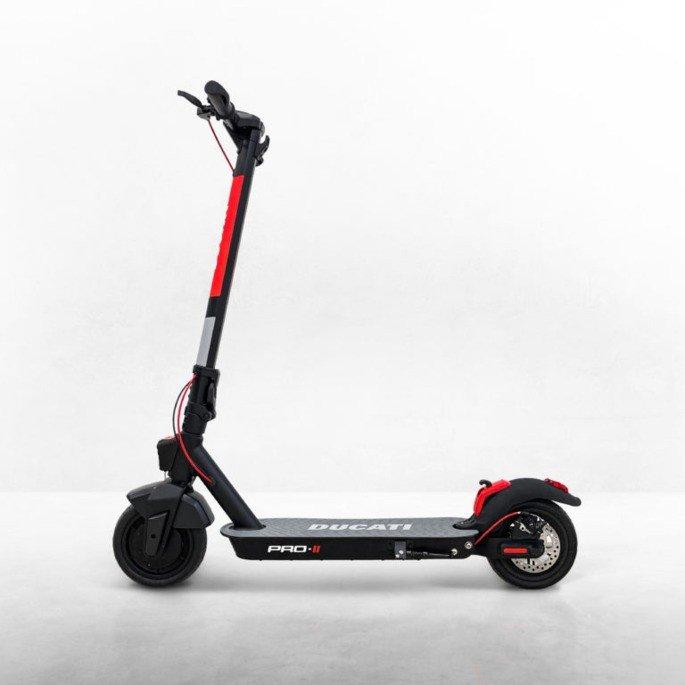 Ducati Pro II trotinete elétrica