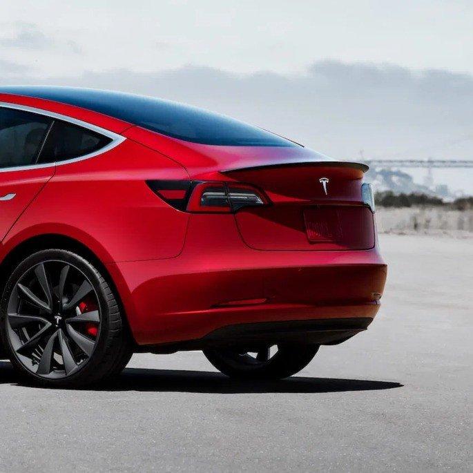 Tesla Model 3 Spoiler oficial