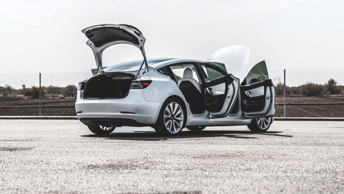 Tesla Model 3 powerlift gate elon musk grátis