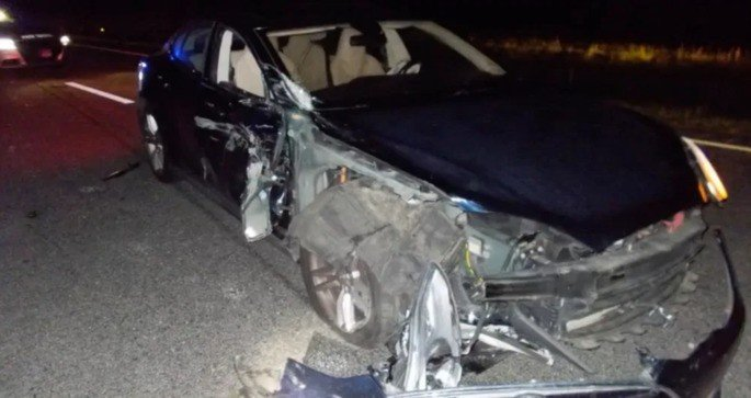 Tesla Model S Autopilot acidente