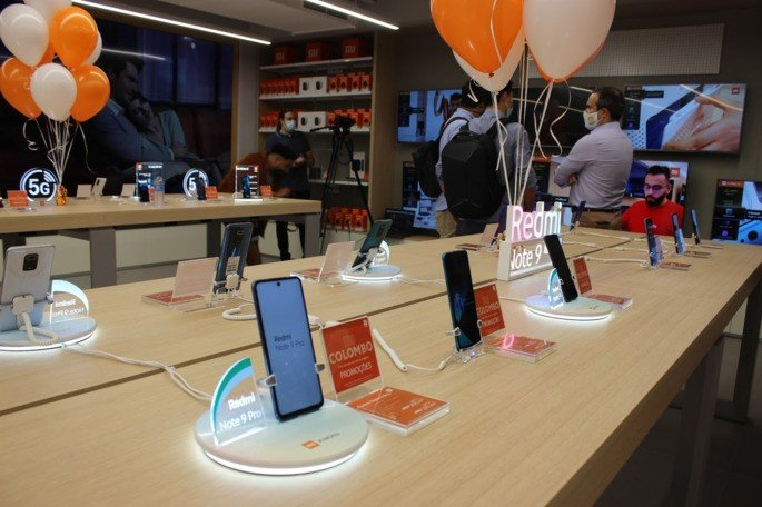 Xiaomi loja colombo expositor