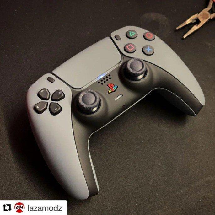 PS5 DualSense Retro