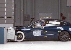 Impossível não chorar! Segurança dos carros da Tesla posta à prova! (vídeos)