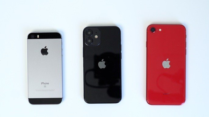 Versões dummy do iPhone 12, iPhone 12 Pro e iPhone 12 Pro Max. Crédito: MacRumors
