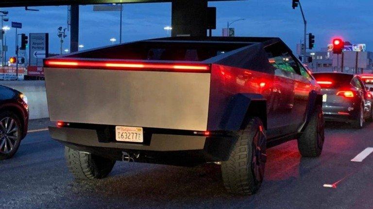 Já pensavas no Tesla Cybertruck? Temos más notícias para ti!