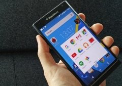 Novo lote de imagens do irreverente BlackBerry Priv