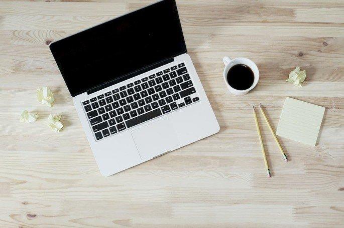 Computador Macbook Pro com ecrã preto