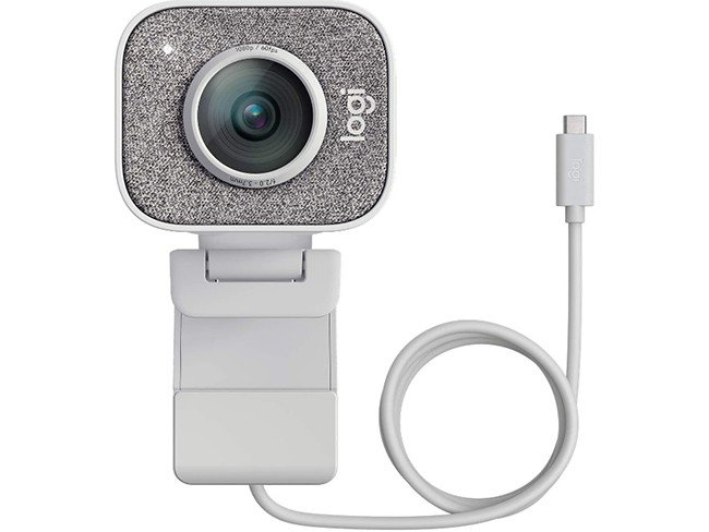 webcam Logitech StreamCam em fundo branco