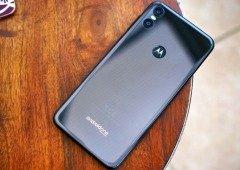 Motorola One Vision aparece em render com buraco no ecrã