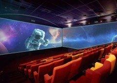 NOS abre sala de cinema com ecrã nas paredes laterais!