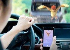 Pokémon Go: homem apanhado pela polícia a jogar com 8 smartphones no carro