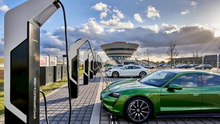 Porsche abre parque de carregamento mais poderoso da Europa. E para já é gratuito