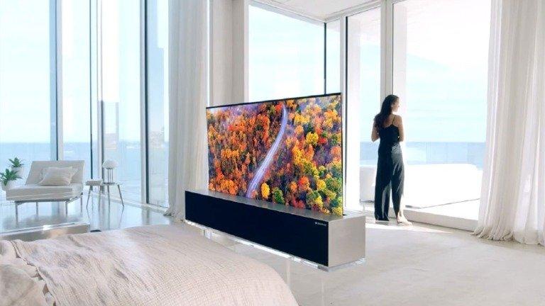 """Primeira televisão """"rolável"""" do mundo está finalmente à venda com preço astronómico!"""