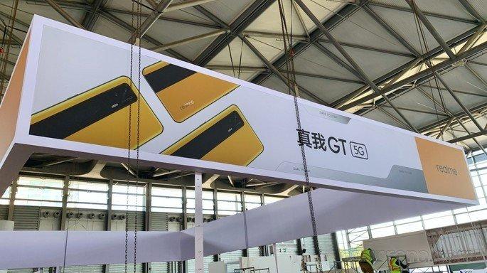 Realme GT fotografado na MWC Shanghai. Crédito: GSMArena