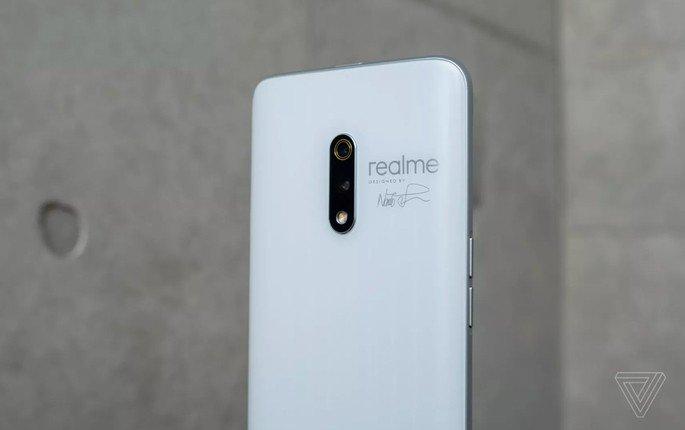 Realme X com design de alho - Crédito The Verge