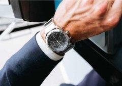 Esta bracelete transforma qualquer relógio num smartwatch