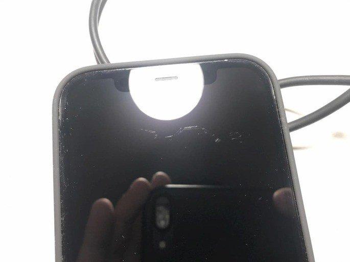 iPhone 12 riscos no ecrã