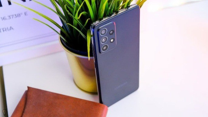 Este é o design do Samsung Galaxy A52