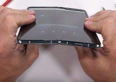 Samsung Galaxy Fold sofre bastante em teste de resistência (vídeo)