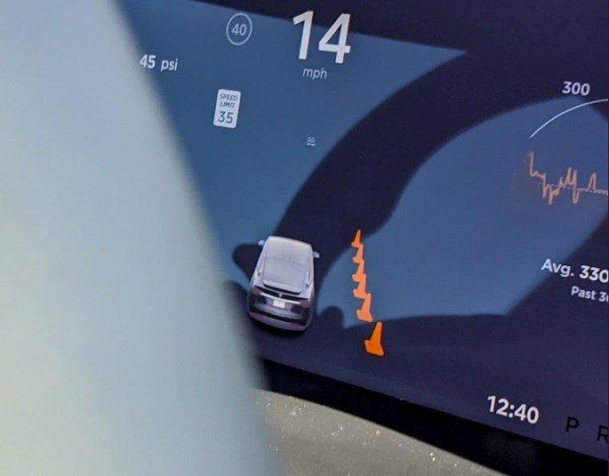 Tesla cones de trânsito