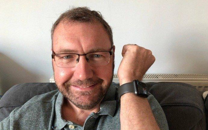 Sensor de batimentos cardíacos do Apple Watch ajudou a salvar a vida de um homem